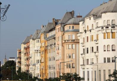 A Holdig érnek az árak a pesti Duna parton