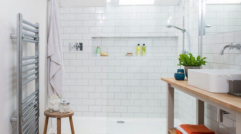 6637f0bbfd6f 5 extra ötlet tusfürdők tárolására a zuhanyzóban! - Ingatlanhírek