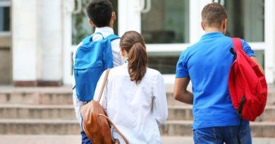 Ezt sok szülő elrontja sulikezdéskor: később komoly baja lehet a gyereknek