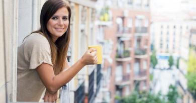 Így változhat egy egyszerű erkély a kedvenc helyeddé: olcsó, de mutatós ötletek, ha kicsi a tér