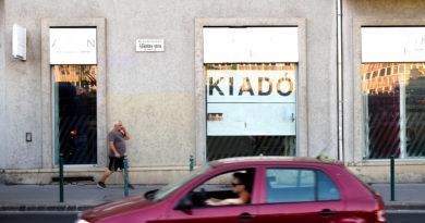 Aggódnak a magyar boltosok, a gyenge forint miatt kicsúszhat a lábuk alól a talaj