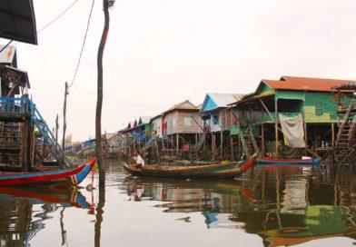 Kambodzsa – lebontják a látványos úszó várost