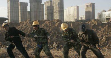 Egy hatalmas ingatlancsőd miatt kényszerülhet fordulatra Kína